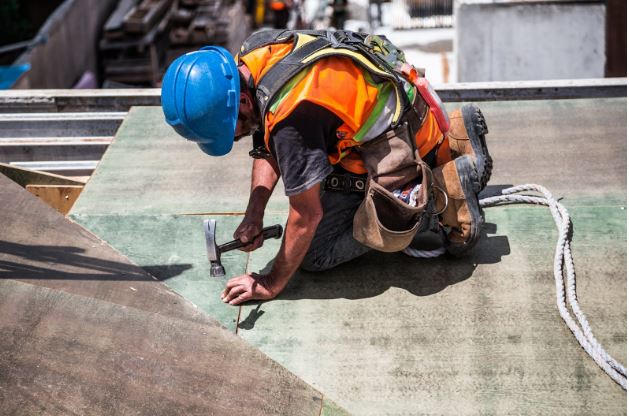 4 Ways to Reduce Injuries in Your Construction Business